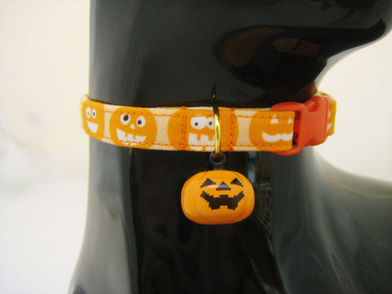 Glow in dark Halloween cat collar
